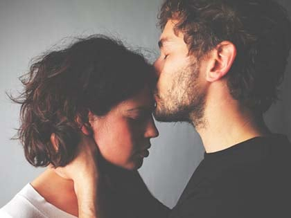 12 Ways To Stop Your Wife Falling Apart When She's Overwhelmed