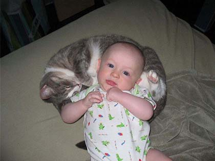 20 Cute Pics Of Babies With Kittens That Will Melt Your Heart