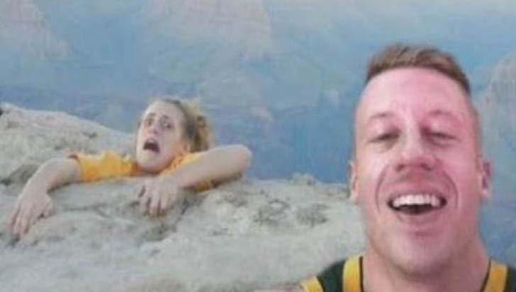 15-funny-and-hilarious-selfies-gone-terribly-wrong_4