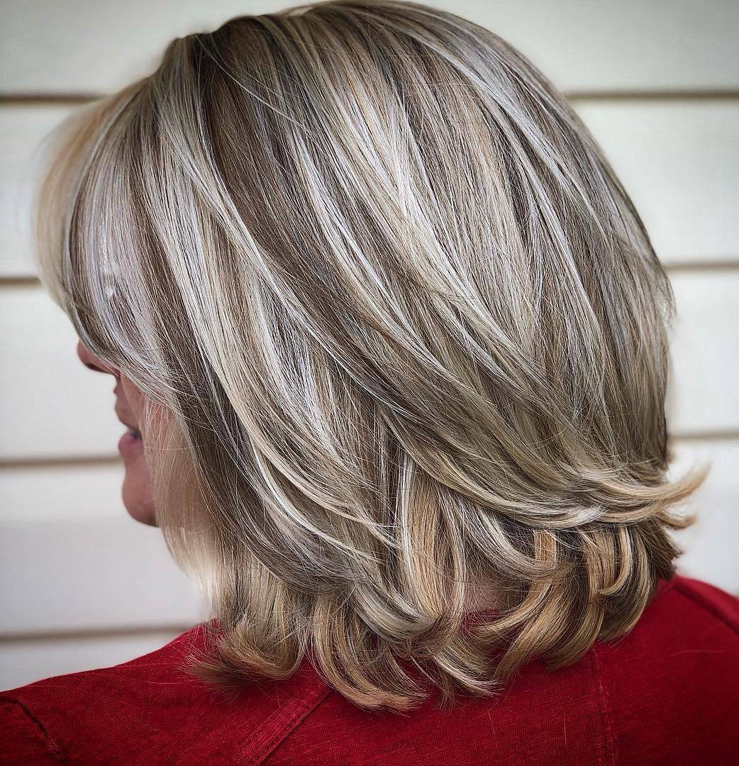 20 Best Short Hairstyles For Women Over 60_23