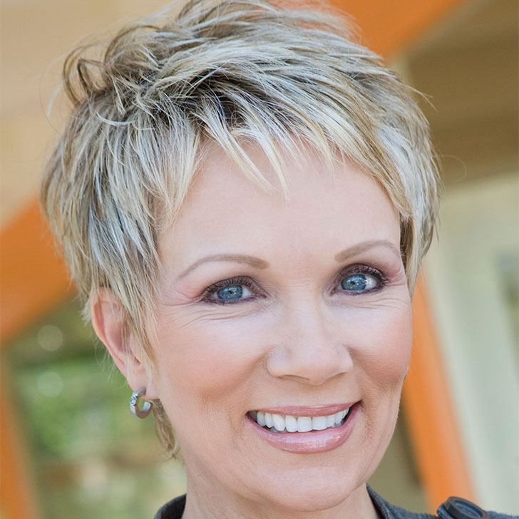 20 Best Short Hairstyles For Women Over 60_40