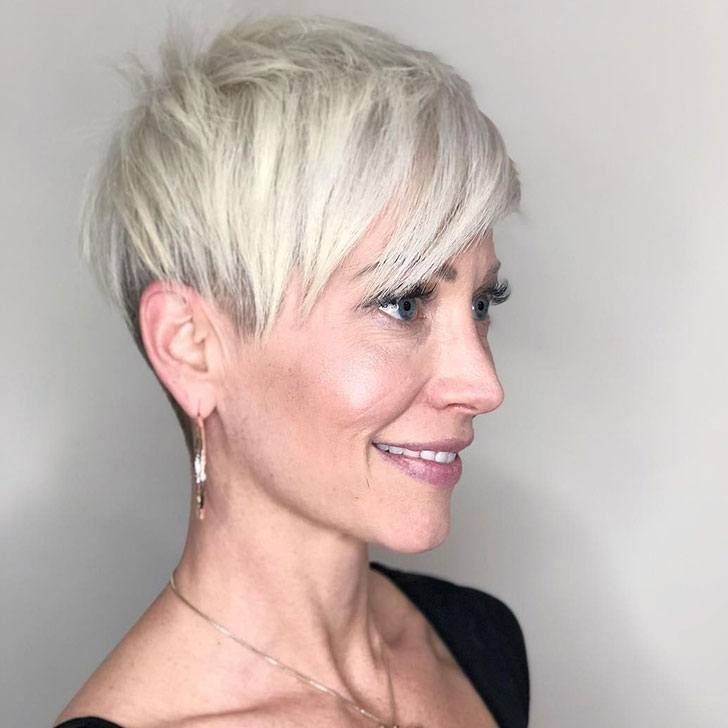 20 Best Short Hairstyles For Women Over 60_48