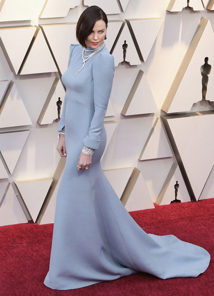 25-best-dresses-on-the-oscars-2019-red-carpet_13