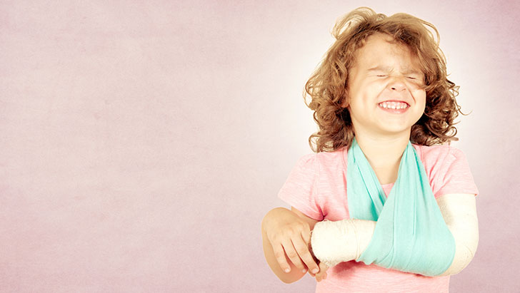 7-ways-to-know-if-your-child-has-a-broken-bone_13