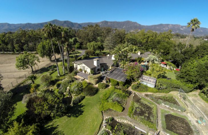 20 Photos Of Oprah Winfrey's $90 Million Montecito Home_23