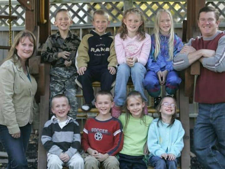 no-one-expected-what-would-become-of-the-worlds-first-surviving-septuplets_38