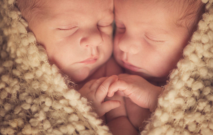the-twins-shock-the-media-when-their-birth-proves-to-be-one-in-a-million_1