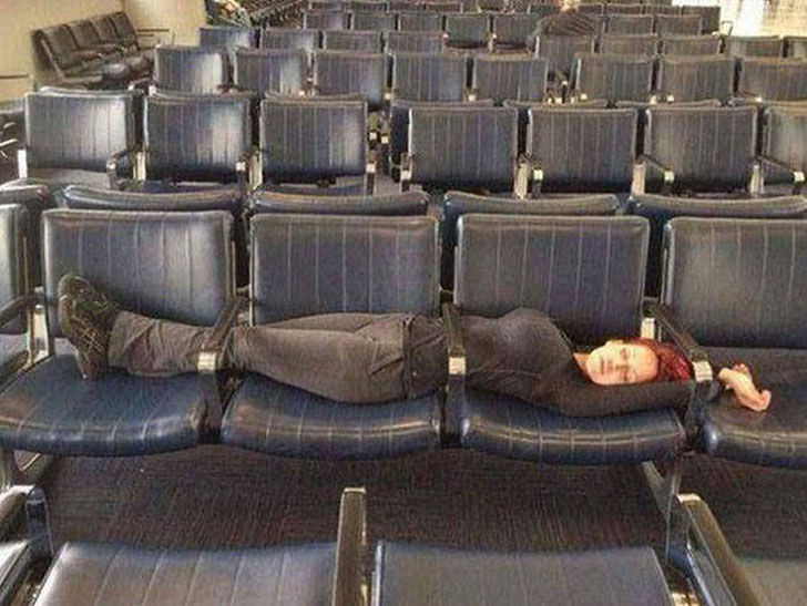 these-moments-at-the-airport-will-make-you-cry-laughing_1