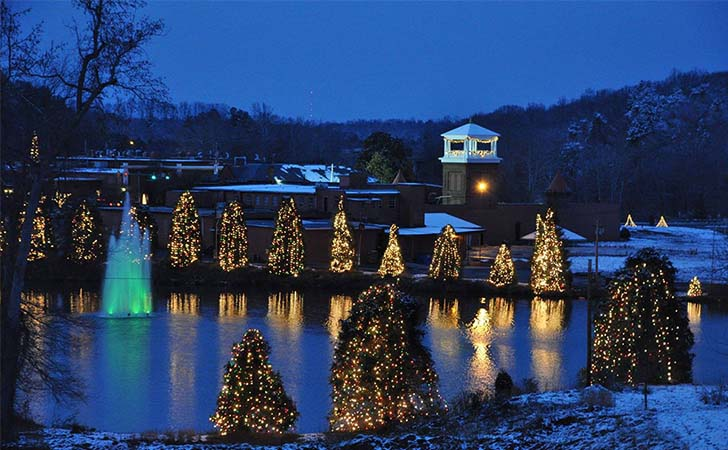 top-10-us-towns-with-huge-christmas-celebrations_1