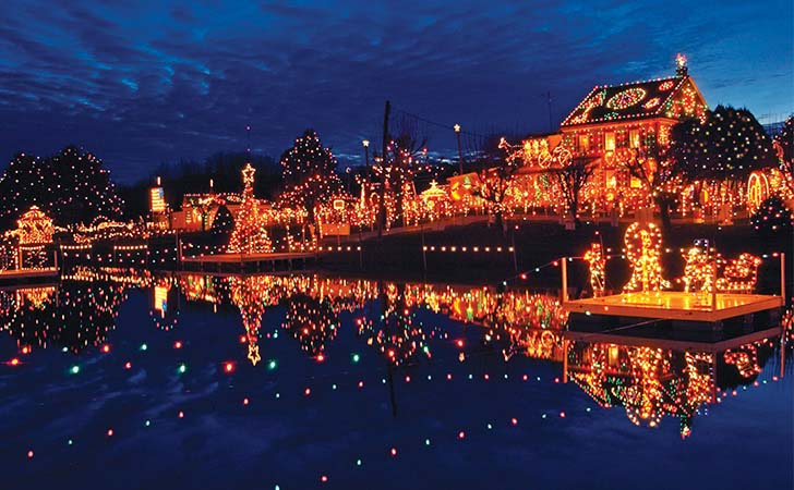 top-10-us-towns-with-huge-christmas-celebrations_2
