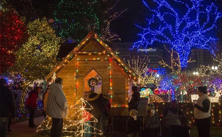 top-10-us-towns-with-huge-christmas-celebrations_3