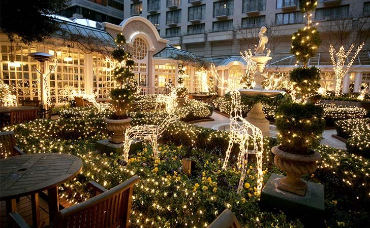 top-10-us-towns-with-huge-christmas-celebrations_6