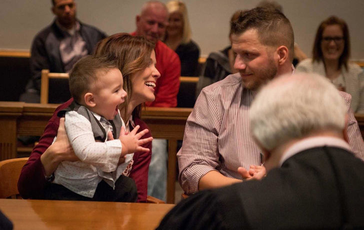 what-this-toddler-said-at-his-adoption-hearing-brought-everyone-to-tears_14