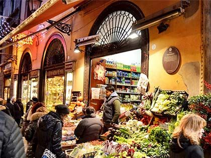 12 Legendary World Food Markets to Eat Your Way Through
