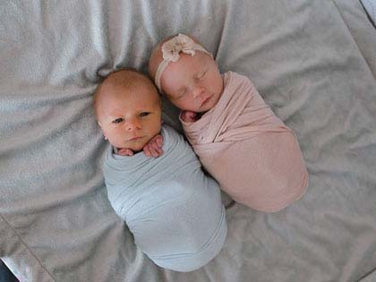 Mom Has A Touching Photoshoot Of Her Newborn Twins Who Didn't Have Much Time Left