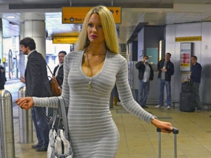 these-moments-at-the-airport-will-make-you-cry-laughing